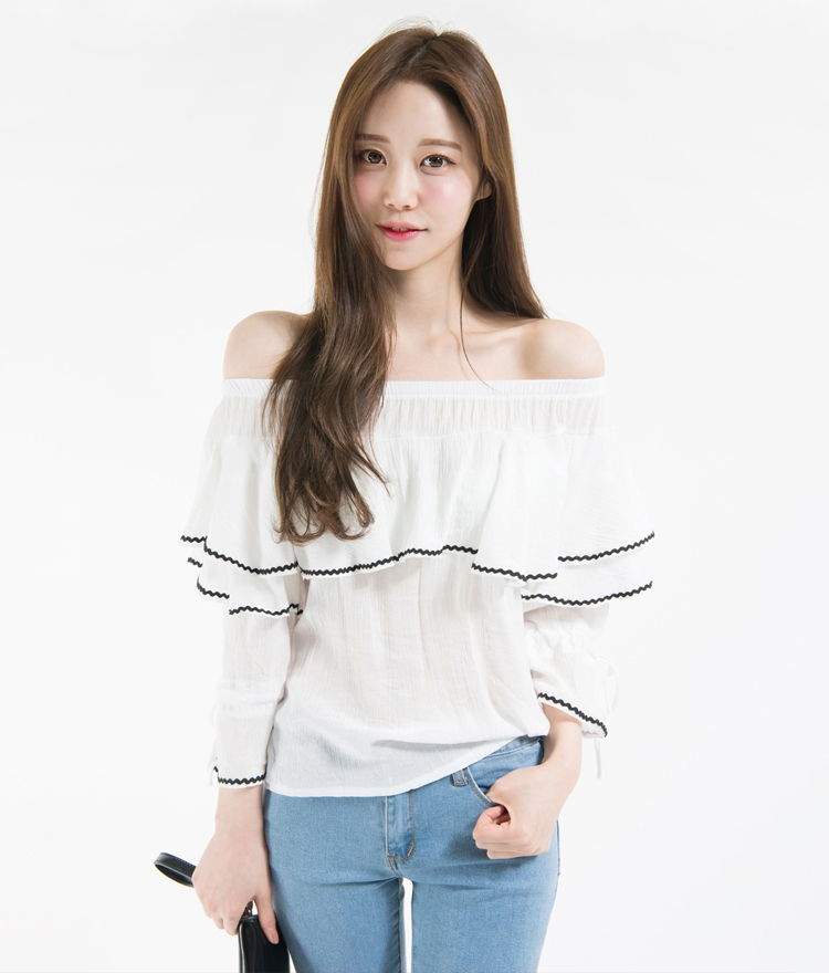 Contrast Trim Ruffled Off-Shoulder Blouse 4d500ffad6