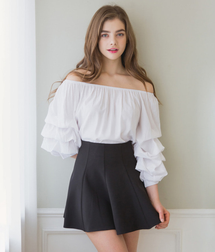 ROMANTIC MUSEOff-Shoulder Puff Sleeve Blouse