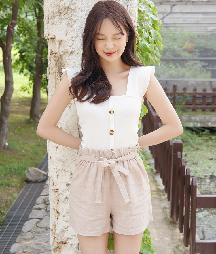 ROMANTIC MUSEButton Front Sleeveless Top