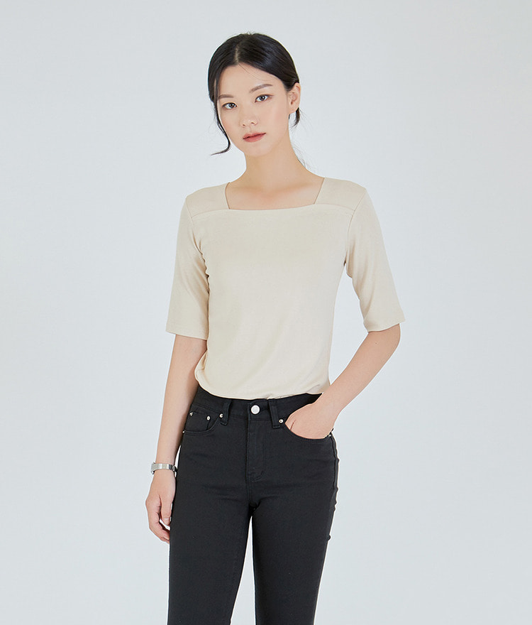 ESSAYSquare Neck Half Sleeve Top