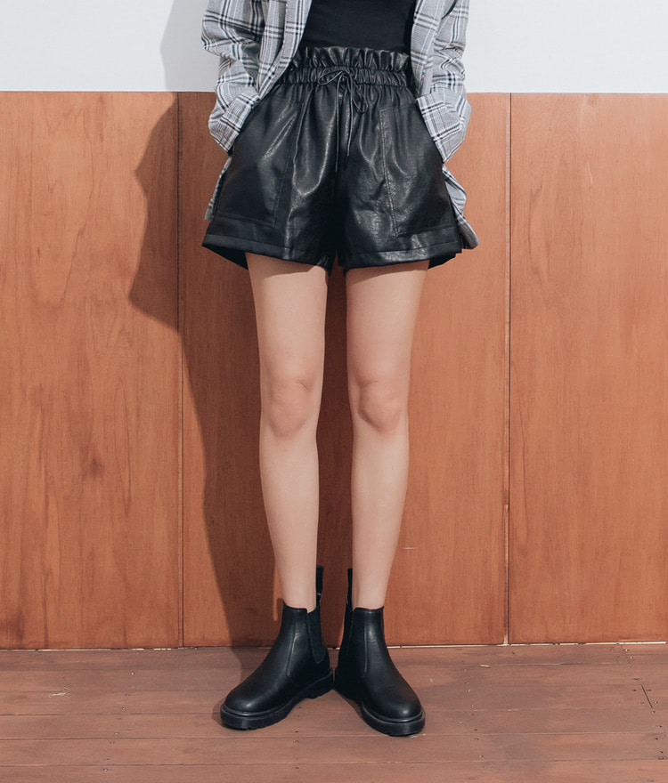 QUIETLABElastic Waistband Faux Leather Shorts