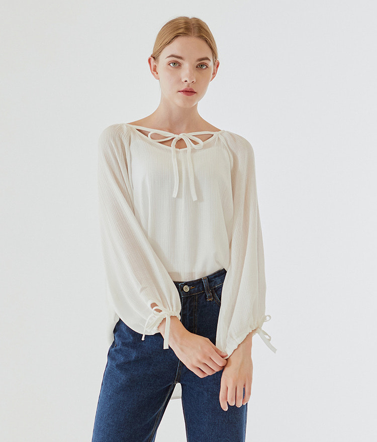 ESSAYString Loose Fit Blouse