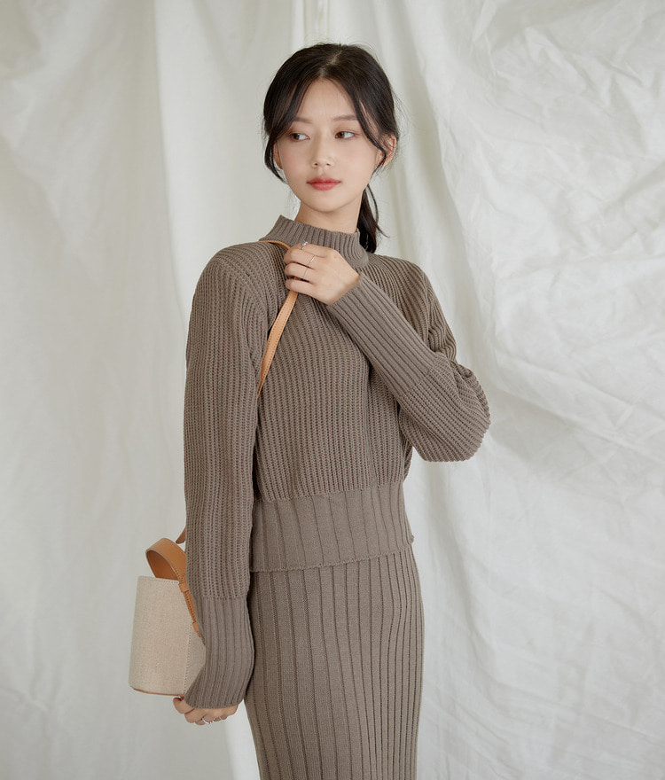 ESSAYMock Neck Ribbed Knit Top