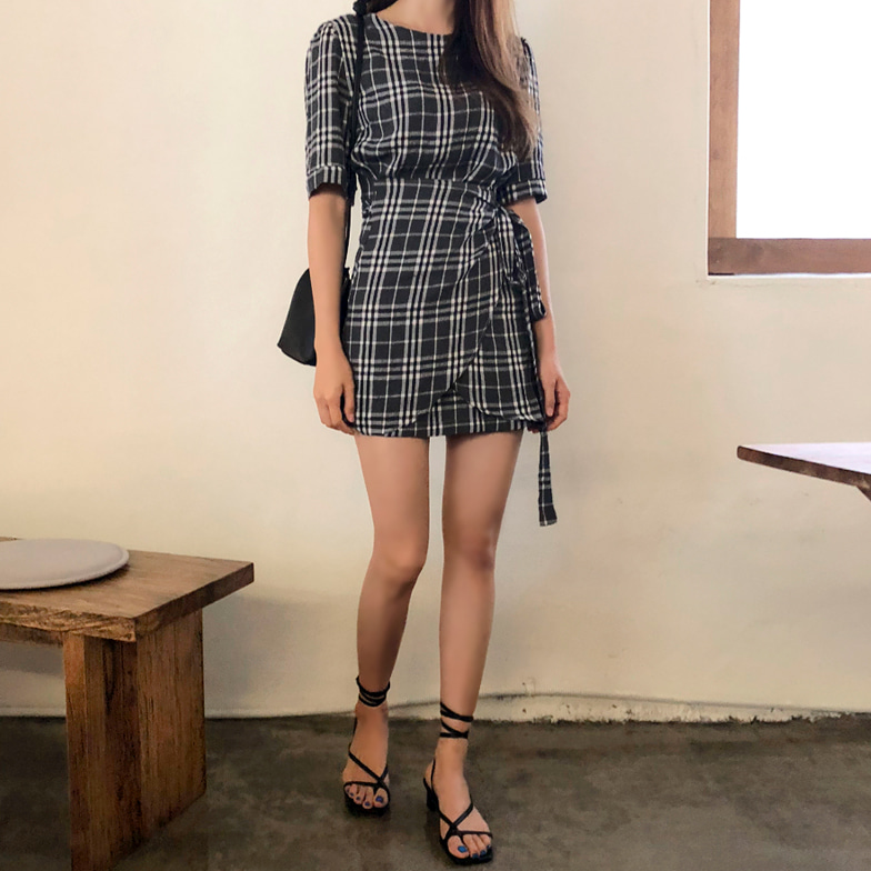 Withipun Round Neck Check Wrap Dress