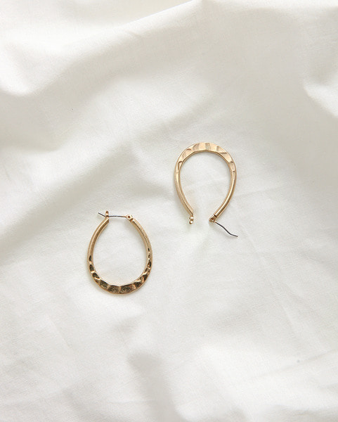 thin oval gold earring