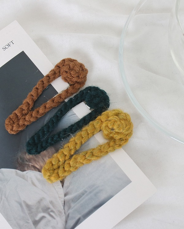 knit hair pin