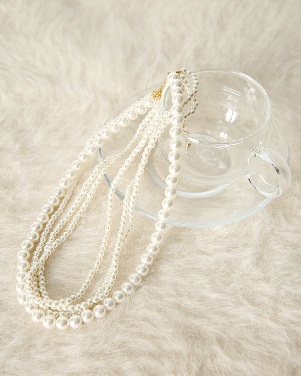 bold pearl necklace
