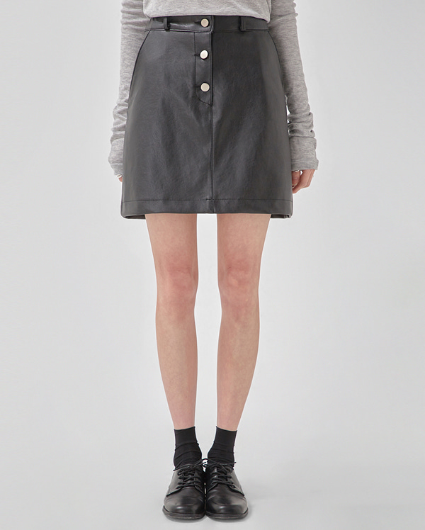 3-button leather skirt (s, m)