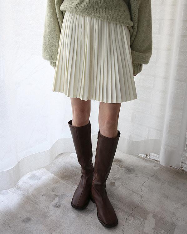 girlish pleats mini skirts