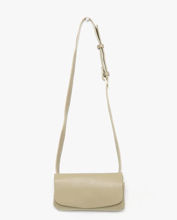 con rectangular belt strap bag