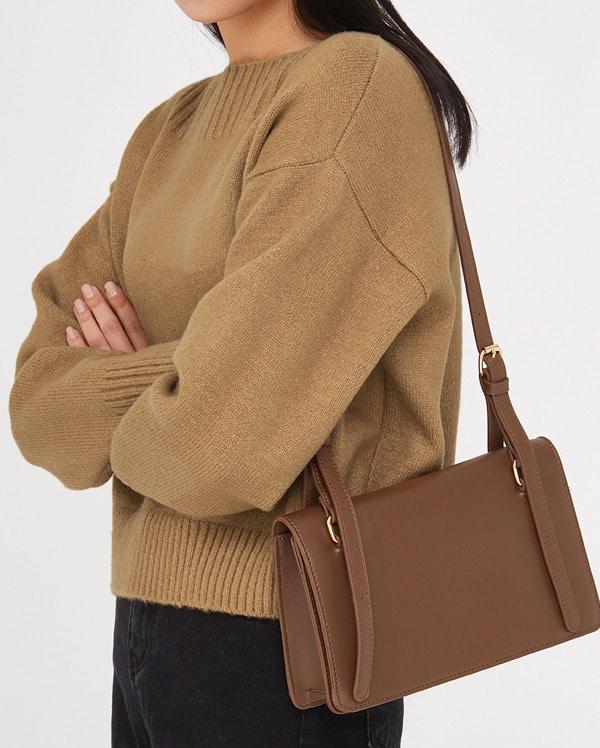 say out buckle shoulder bag