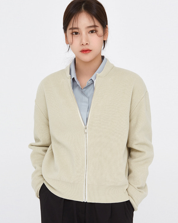 clean basic knit zip-up