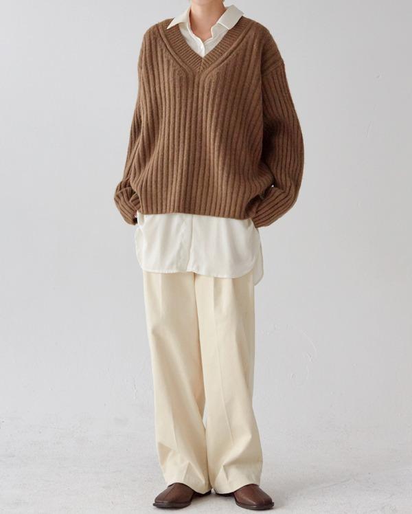 under bold knitting v-neck knit