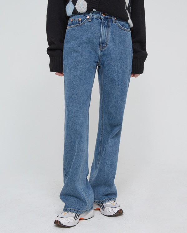 on blue denim pants (s, m, l)