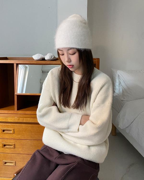 kind pastel round knit