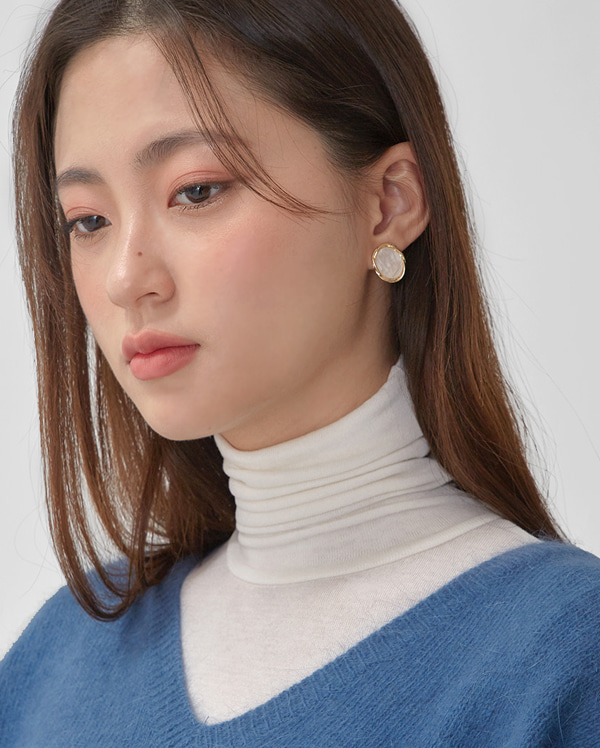 roco pearl earring