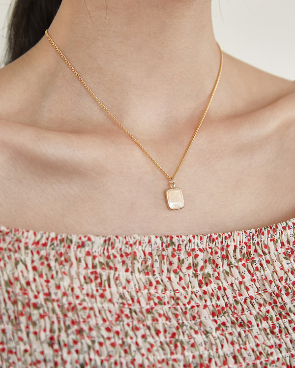 square pendant gold neaklace