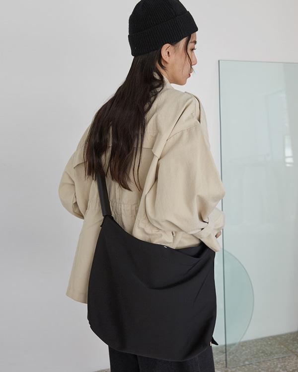 moment big shoulder bag