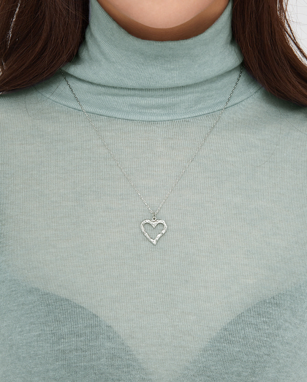 mond line hearted necklace