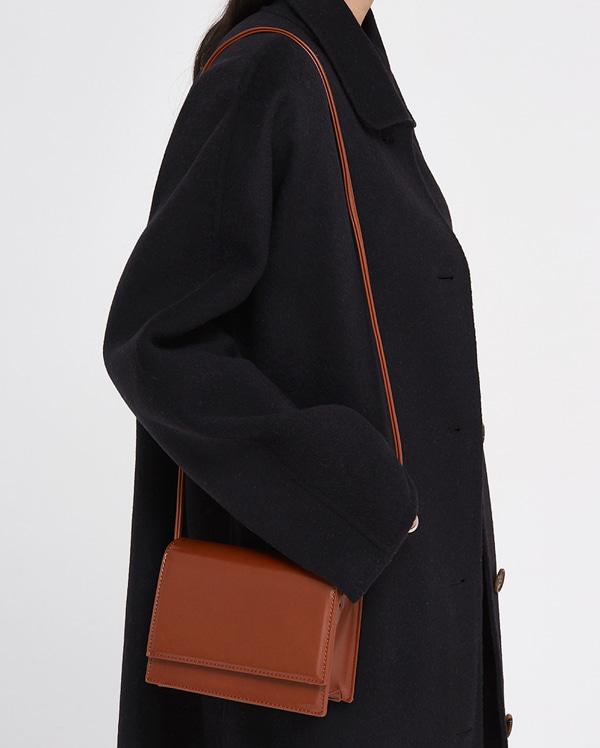 moa square shoulder bag