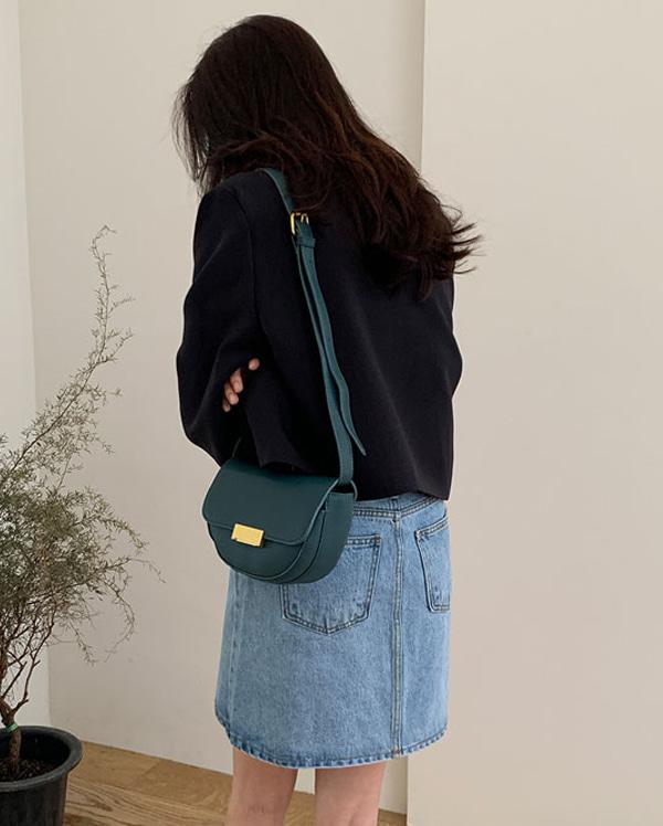 in point buckle shoulder bag