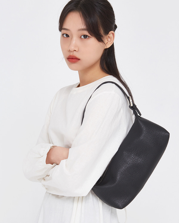 must feminine shoulder bag