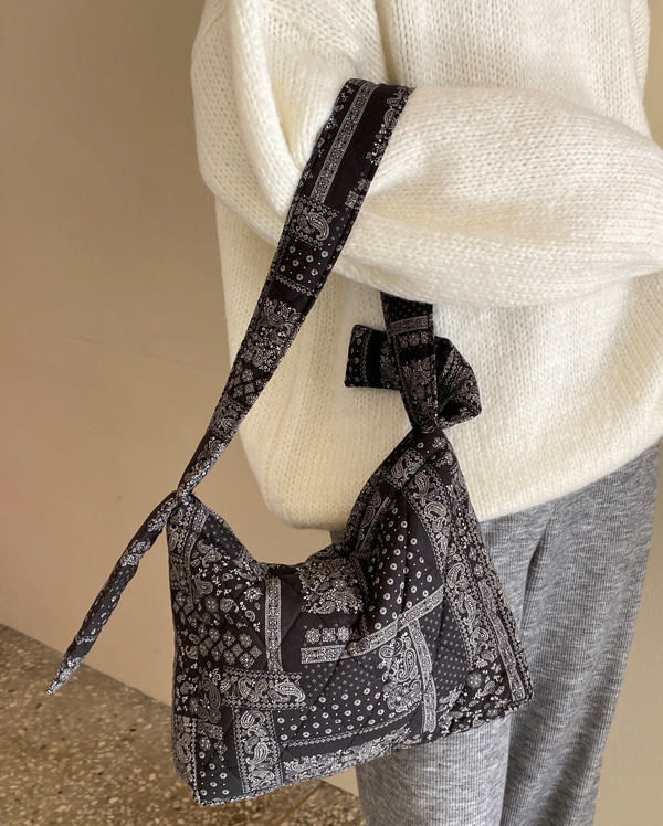 paisley quilt padding bag