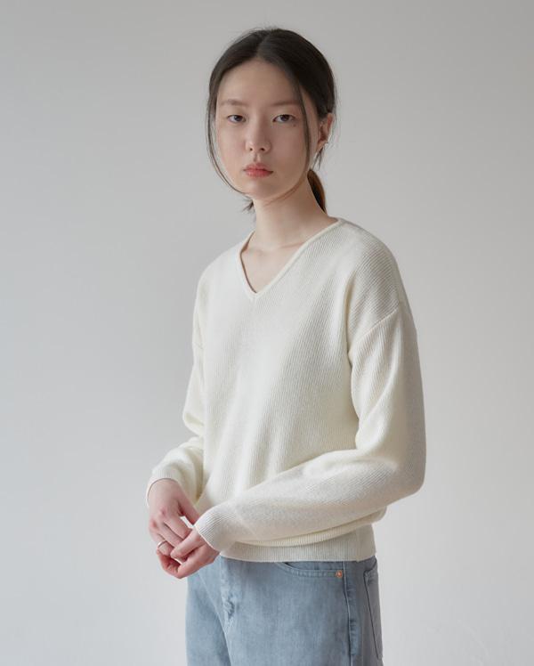 daily hazzi v-neck knit