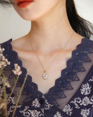 vintage flower mood necklace