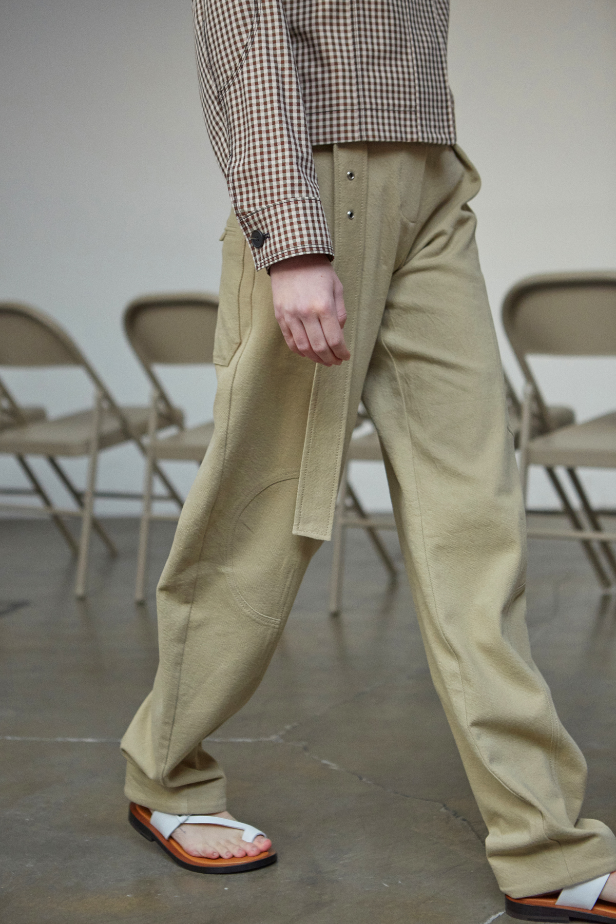 <u>SHOP</u><br>19SS Stitch belt pants - Beige