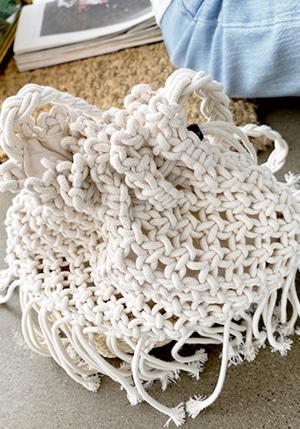 ビーズポイント編み込みバッグ