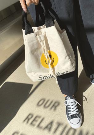 スマイルフェイスバケットバッグ