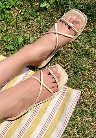 On The Grass Cross Straps Shoes_H65230
