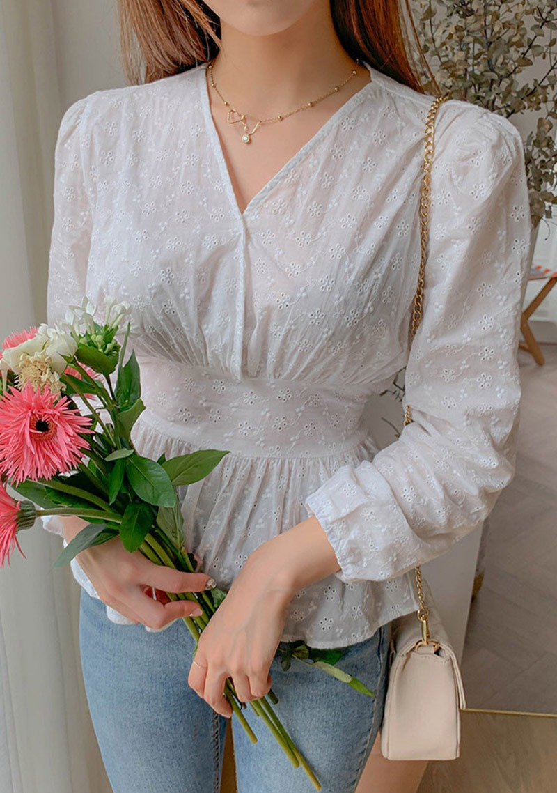 Queen Of Love Broderie Blouse_H65908