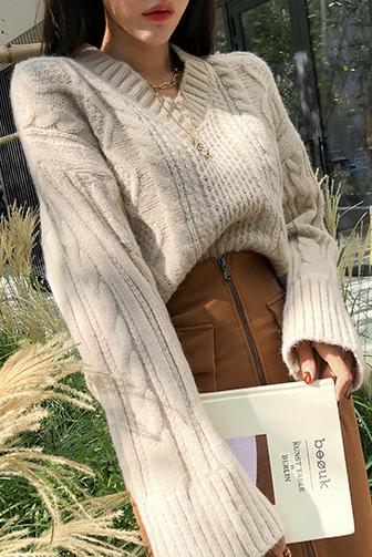 썸델꽈니트_D3KN 브이넥 니트 니트탑 루즈핏 부드러운 소프트니트 꽈베기 나그랑 크롭 세련된 이지룩 데일리룩 편안한 베이지 그레이 데이트룩 데일리 30대여성쇼핑몰 20대여자쇼핑몰 키작은여자쇼핑몰 여성의류쇼핑몰
