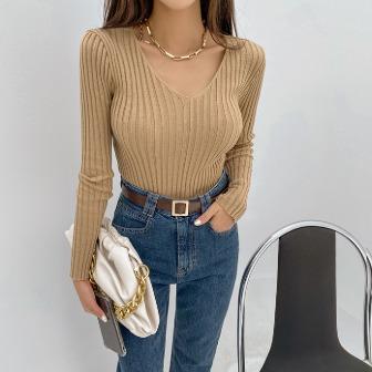 Dabagirl Solid Tone Ribbed V-Neck Knit Top