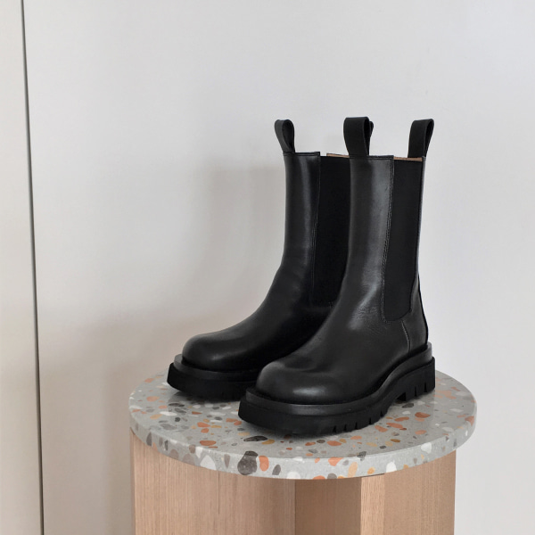 Thick Cleated Sole Elastic Panel Boots