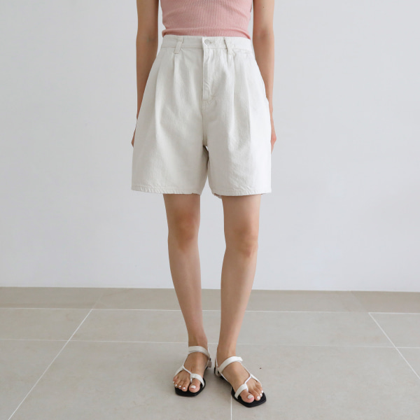 Pleat Detail Loose Shorts