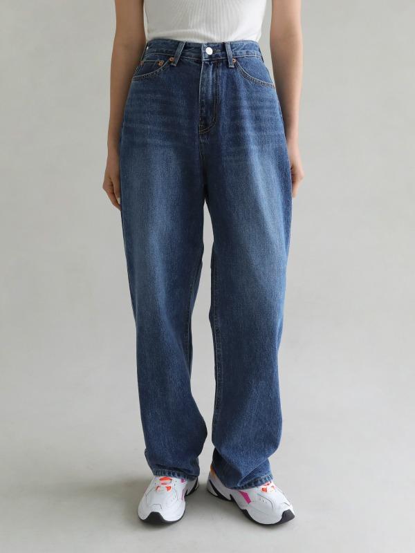 水洗磨白宽松直筒牛仔裤