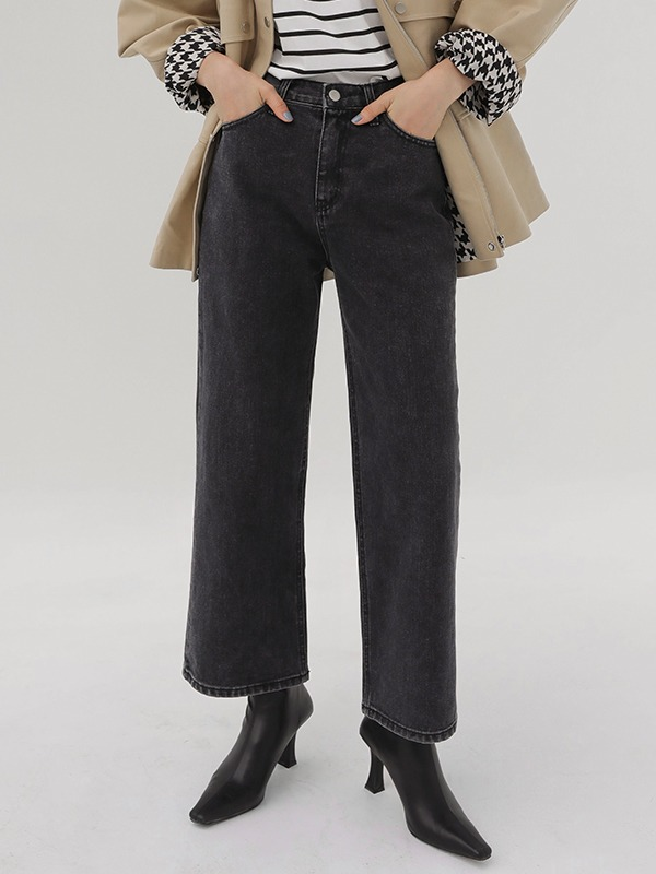 Wide Leg Straight Jeans