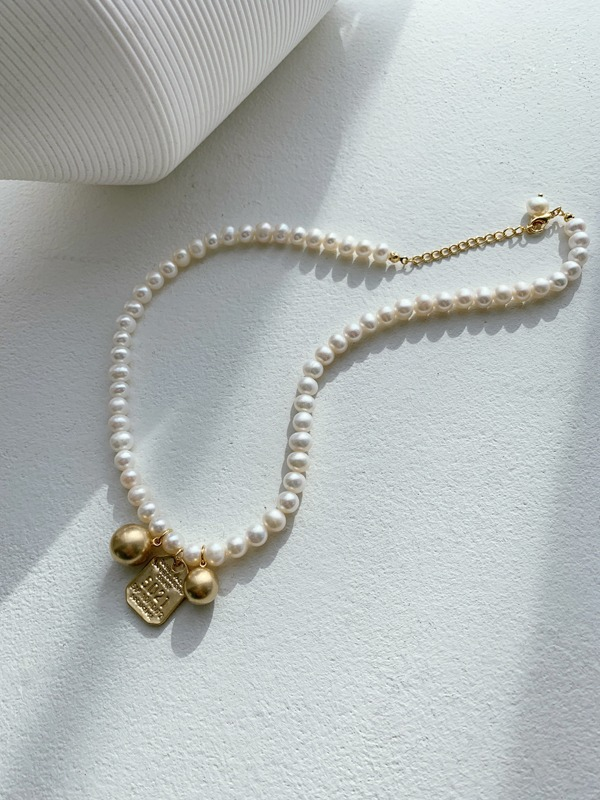 Engraved Pendant Pearl Bead Necklace