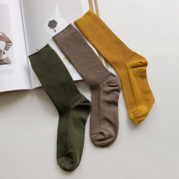Ribbed Solid Tone Crew Socks