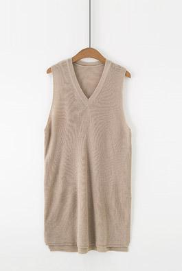 简约V领针织马甲裙