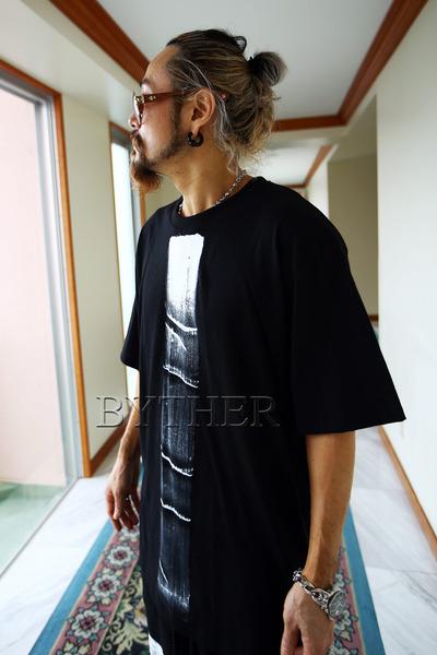 ByTheRセンターペイントルーズTシャツ