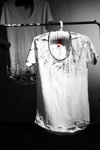 ByTheRペイントディテールUネックTシャツ