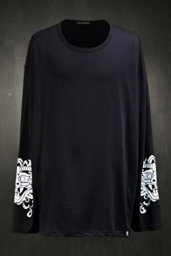 ByTheRプリントポイントロングスリーブTシャツ(ブラック)