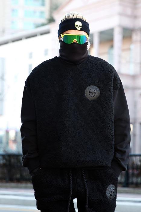 ByTheR Front Fleece Patch Black Sweatshirt