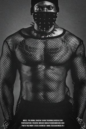个性黑色网格T恤