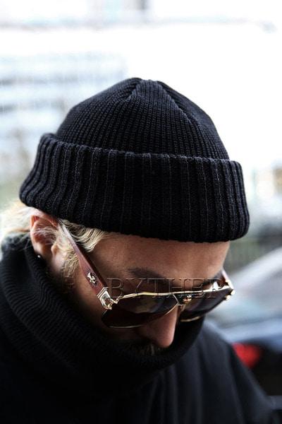 圆顶竖条针织帽