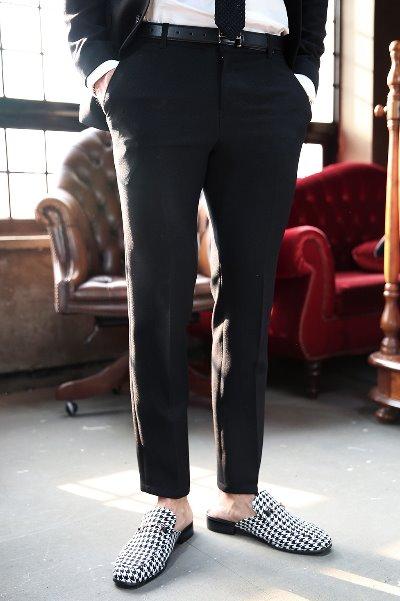 黑色紧身直筒宽松裤